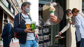 Venkovní konzumace piva nebo zmrzliny, jak na ni? U okénka byl i premiér Andrej Babiš (ANO, vpravo).