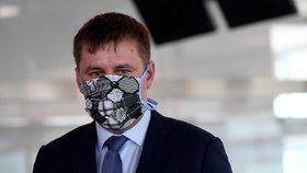 Ministr zahraničí Tomáš Petříček (ČSSD) zařizuje Čechům lety domů