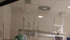 Pracoviště Anesteziologicko- -resuscitační kliniky ve Fakultní nemocnici u sv. Anny. Zde se na speciálních přístrojích léčí pacienti s nejtěžším průběhem Covid-19.