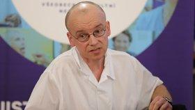 Martin Balík dohlíží na ošetřování nakažených pacientů nemocí covid-19 ve VFN.