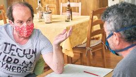 Adrian Jastraban a Jiří Štrébl při natáčení karanténního speciálu Ulice