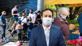 Jak vidí překvapivě rychlejší uvolnění restrikcí epidemiolog?