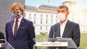 Vláda o koronaviru: Adam Vojtěch a Andrej Babiš (24.4.2020)