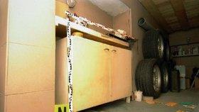 Za touhle skříňkou v garáži se skrývaly těžké betonové dveře, které vedly do Nataschina podzemního vězení.