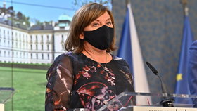 Tisková konference o koronaviru: Ministryně financí Alena Schillerová (30. 4. 2020)