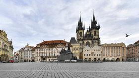 Prázdné ulice Prahy nahrály filmařům do karet.
