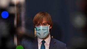 Ministr zdravotnictví Adam Vojtěch (za ANO) na tiskové konferenci k výsledkům studie testování kolektivní imunity na onemocnění covid-19. (6. května 2020)