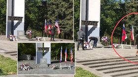 V Sokolově nechalo město před pietním aktem u pomníku odnést americkou vlajku. Poté ji vrátilo.