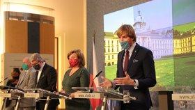 (zleva) Roman Prymula, ministr dopravy, průmyslu a obchodu Karel Havlíček (za ANO), ministryně financí Alena Schillerová (ANO) a ministr zdravotnictví Adam Vojtěch (za ANO) na tiskové konferenci po jednání vlády (11.5.2020)