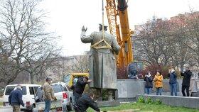 Odstranění sochy maršála Koněva