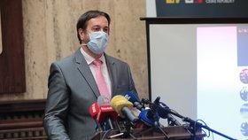 Tisková konference k uvolňování opatření po 25. květnu: Epidemiolog Rastislav Maďar (15.5.2020)