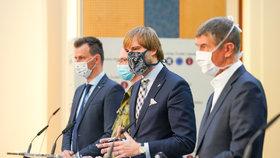 Tisková konference k projektu Chytrá karanténa: Vladimír Dzurilla, Adam Vojtěch (za ANO) a Andrej Babiš (ANO; 7. května 2020)