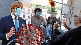 Od 25. května mohou navštěvovat domovy důchodců a nemocnice i děti.
