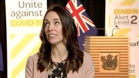 Novozélandská premiérka Jacinda Ardernová se v přímém přenosu z parlamentu nenechala vyvést z rovnováhy zemětřesením.