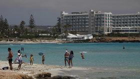 Kypr zaplatí nakaženým turistům ubytování, jídlo a léky.