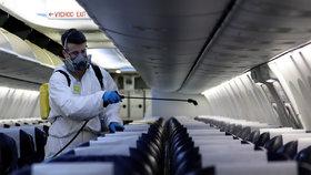 Dezinfekce letadel v Česku.