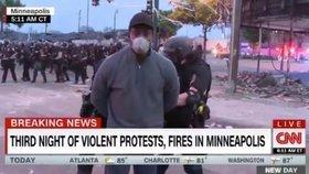 Reportéra CNN Omara Jimezene zatkla policie během protestů v přímém přenosu.