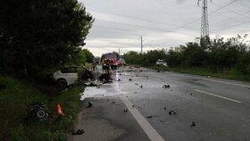 Při tragické nehodě na Královéhradecku zahynuli tři lidi.