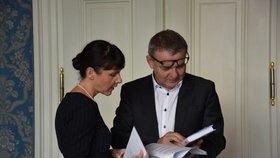 Polská velvyslankyně v Praze Barbara Ćwiorová s českým ministrem kultury Lubomírem Zaorálkem (ČSSD)