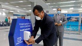 Zvýšená hygienická opatření na letišti v Hurghadě.