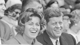 Zemřela Jean Kennedyová, sestra prezidenta Kennedyho.  Na archivním snímku Jean a její bratr John