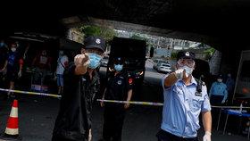 Čínský Peking bojuje s novou vlnou koronaviru, (20.06.2020).