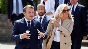 Prezident Emmanuel Macron (42) s manželkou Brigitte (66) u voleb, (28.06.2020).