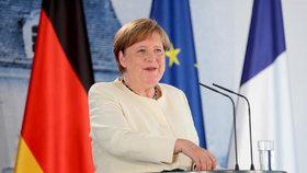 Německá kancléřka Angela Merkelová s francouzským prezidentem Emmanuelem Macronem jednala o budoucnosti EU. (29.06.2020)