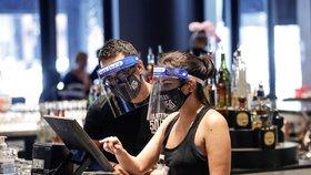 Kalifornie patří mezi státy nejhůře zasažené koronavirem v USA. Vrátila se sem některá omezení. (1. 7. 2020)