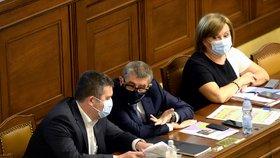 Schůze Sněmovny: Jan Hamáček (ČSSD), Andrej Babiš (ANO) a Alena Schillerová (za ANO; 23. 6. 2020)