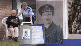 V supermarketu se našel  deník válečné veteránky: Po 77 letech se vrátil k rodině majitelky