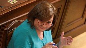 Ministrině financí Alena Schillerová (ANO) na schůzi sněmovny (8.7.2020)