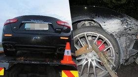 Řidič naboural luxusní maserati.