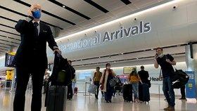 Velké Británie uvolňuje pravidla pro cestování, většina turistů už nemusí do karantény.