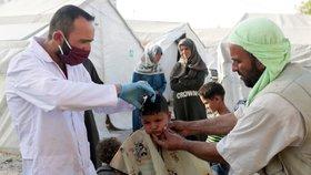Experti se obávají rozšíření koronaviru do syrských uprchlických táborů.