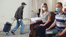 Petra a její kolega Martin koordinují na Teplicku pomoc pro seniory