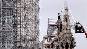 Z Notre-Dame sundavají lešení, (10.07.2020).