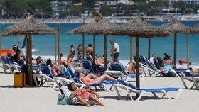 Jedna z pláží na Mallorce v době prvního koronavirového léta (11. 7. 2020)