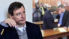 Soud Rathovi neschválil žádost o odpuštění druhé části trestu, zaplatit měl do 20. června