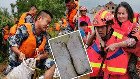 Hasič zachraňoval životy: Po hodinách v bahně vypadaly jeho nohy neuvěřitelně!