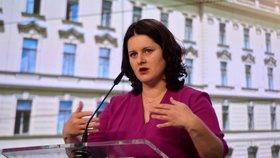 Ministryně práce a sociálních věcí Jana Maláčová (ČSSD) hovoří na tiskové konferenci po jednání vlády (20. 7. 2020).