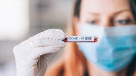Příslušník pražské policie si postěžoval na přístup lékařů a hygieniků, kteří podcenili šíření koronaviru v jeho rodině (ilustrační foto).