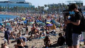 Obležené pláže koronaviru navzdory: I takhle to v Barceloně v létě vypadá pandemii navzdory (červenec 2020)
