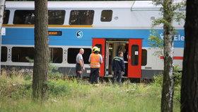 Vlak v pražských Klánovicích srazil člověka, na místě zemřel, 27. července 2020.