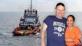 Manželé uvízli na Filipínách: Kvůli přežití museli koupit loď.
