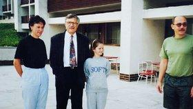 Ministryně práce a sociálních věcí se jako malá školačka vyfotila s tehdejším premiérem a tenkrát budoucím prezidentem Václavem Klausem.