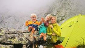 Dobrodruzi vzali své děti na extrémní výlet: Holčička (7) zdolala sama třítisícovku!