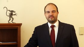 Poslanec Lukáš Bartoň (Piráti) v rozhovoru pro Blesk Zprávy přiblížil zákon o Eutanazii (5.8.2020)