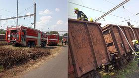 Na Litoměřicku hořely vagóny se dřevem: Kvůli požáru byl přerušen provoz na trati.