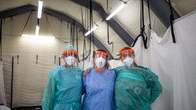 Ústřední vojenská nemocnice v Praze navýšila testovací kapacitu až na 1000 vzorků denně.